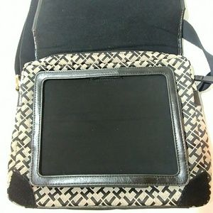 Tommy Hilfiger Bags - ❤☀Really Neat..TOMMY HILFIGER ipad messenger Bag❤